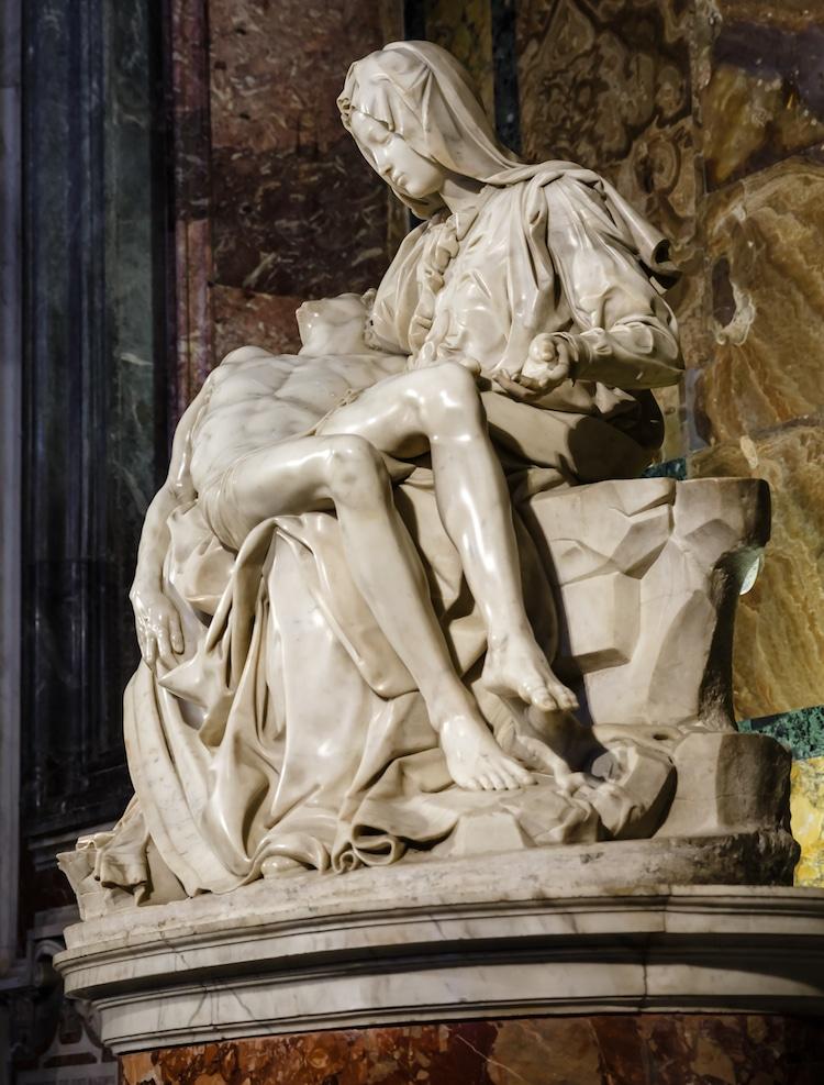 Which artist created pieta the sculpture seen below