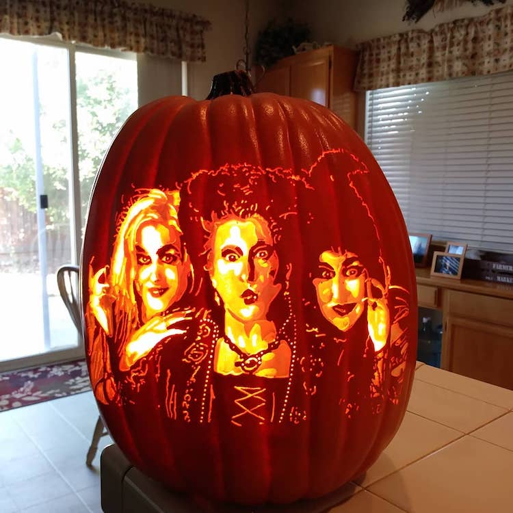 Artist Creates Detailed Pop Culture-Inspired Pumpin Carving Designs