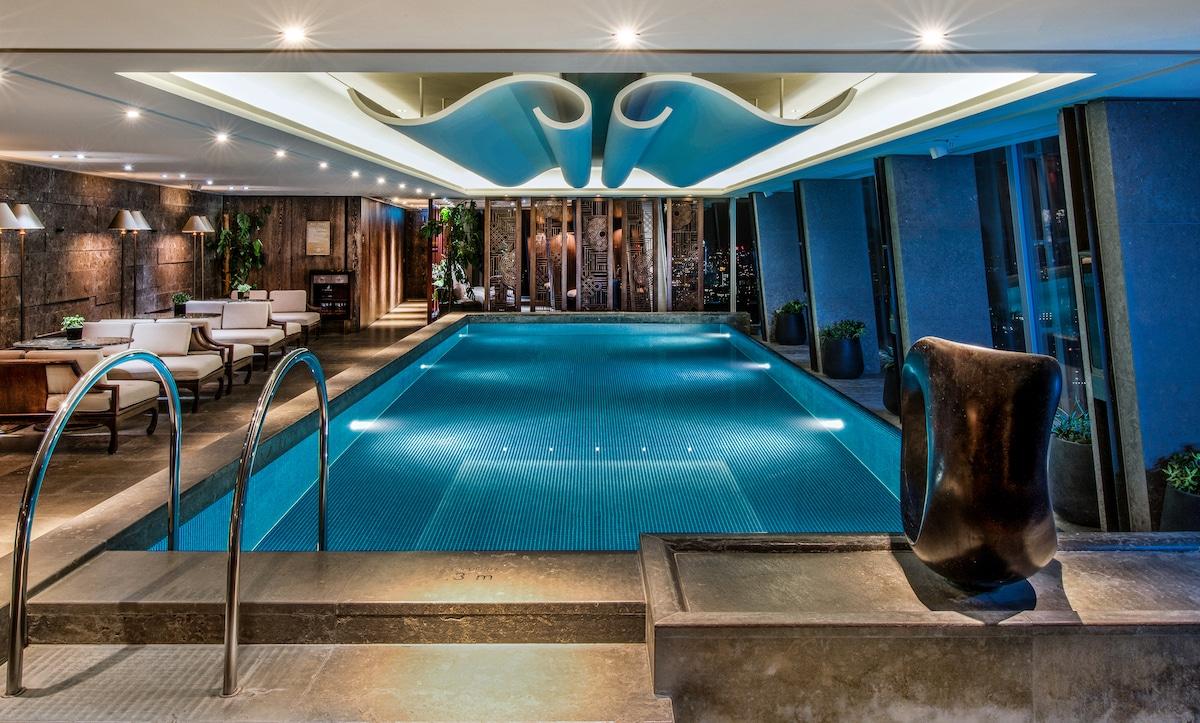 Infinity Pool at the Shangri-La Hotel