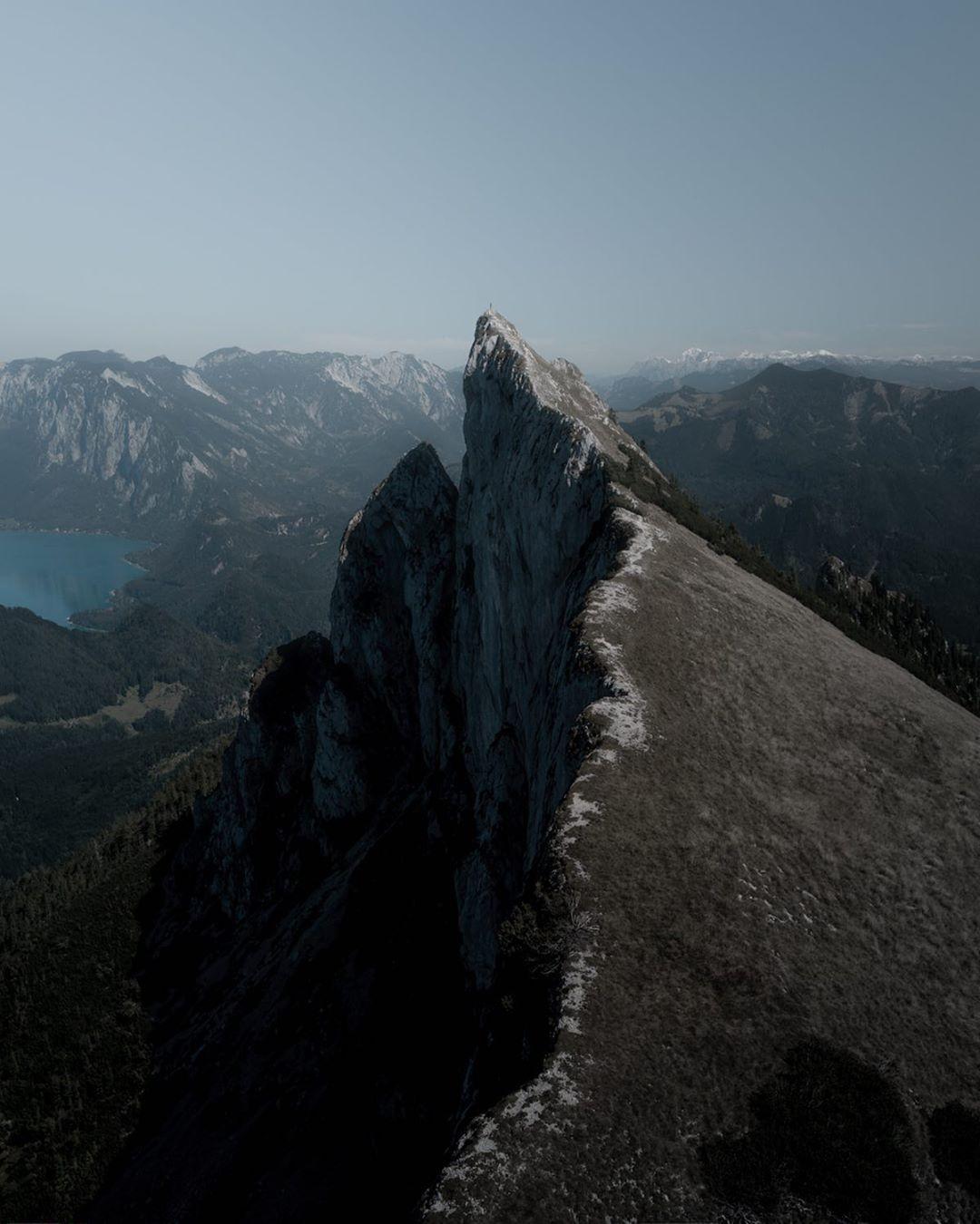 montaña fotografiada con dron