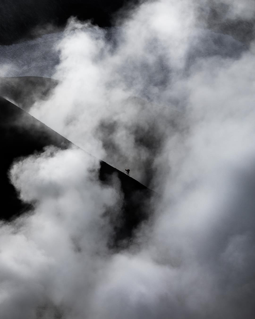 paisaje con neblina - dramáticas imágenes aéreas