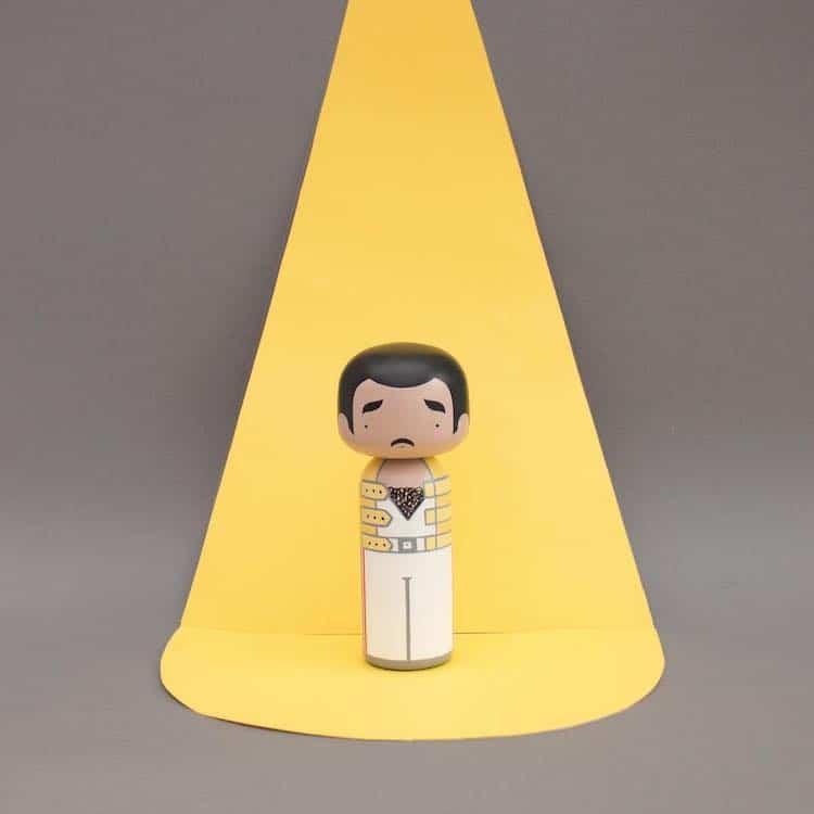 Muñeca kokeshi de Freddie Mercury