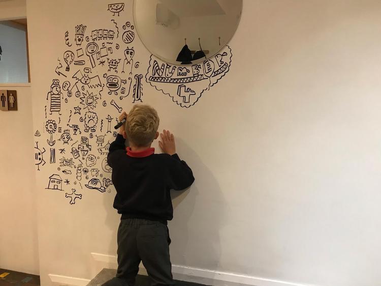 Mural dibujado por Joe Whale