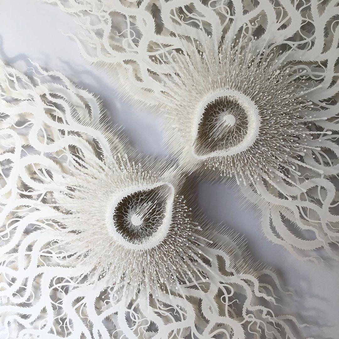 esculturas de papel por Rogan Brown