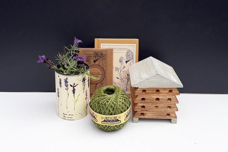 Outdoor Bee House and Planting Gardening Gift