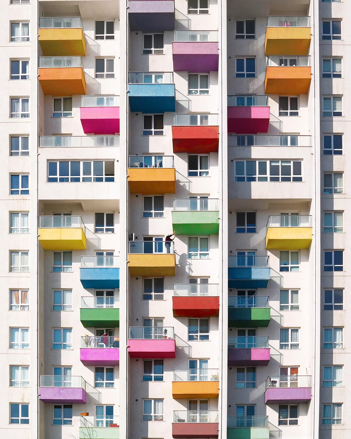 Arquitectura de colores con balcones