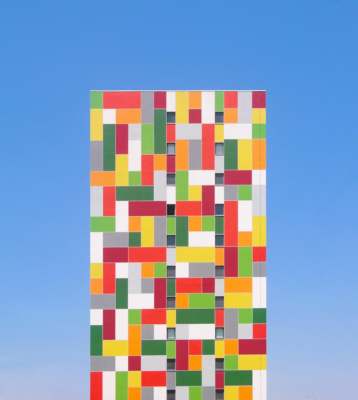 Edificio de los colores del arcoíris