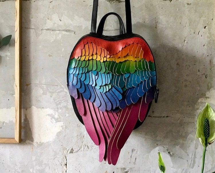 Mochila de alas arcoíris