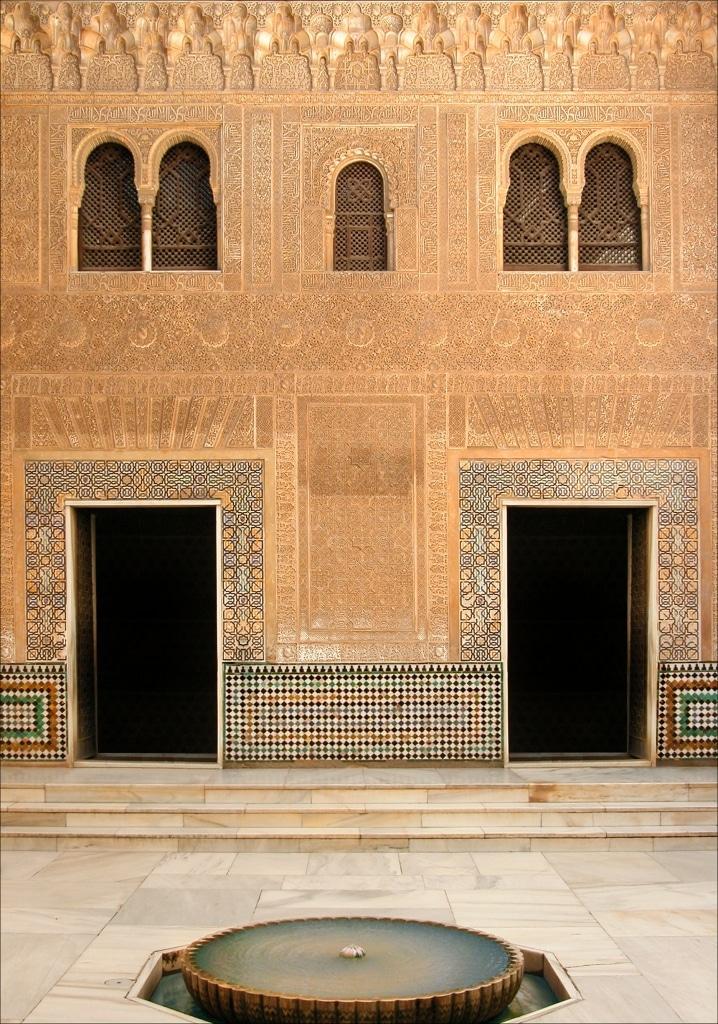 Fachada del Palacio de Comares en la Alhambra