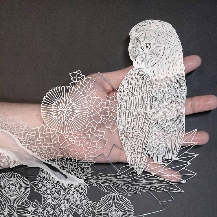 Pippa Dyrlaga arte con papel