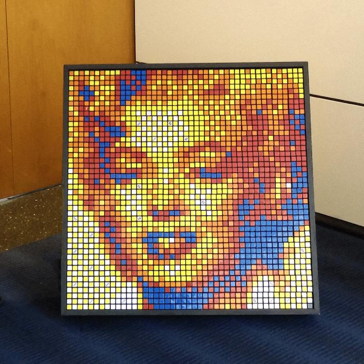 mosaico con cubos de rubik por Pete Fecteau