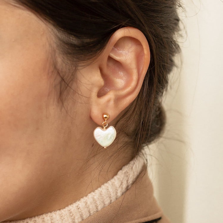 Aretes de perla en forma de corazón