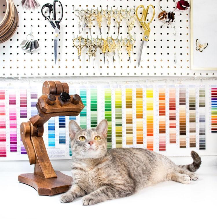 retrato bordado de mascotas por Michelle Staub