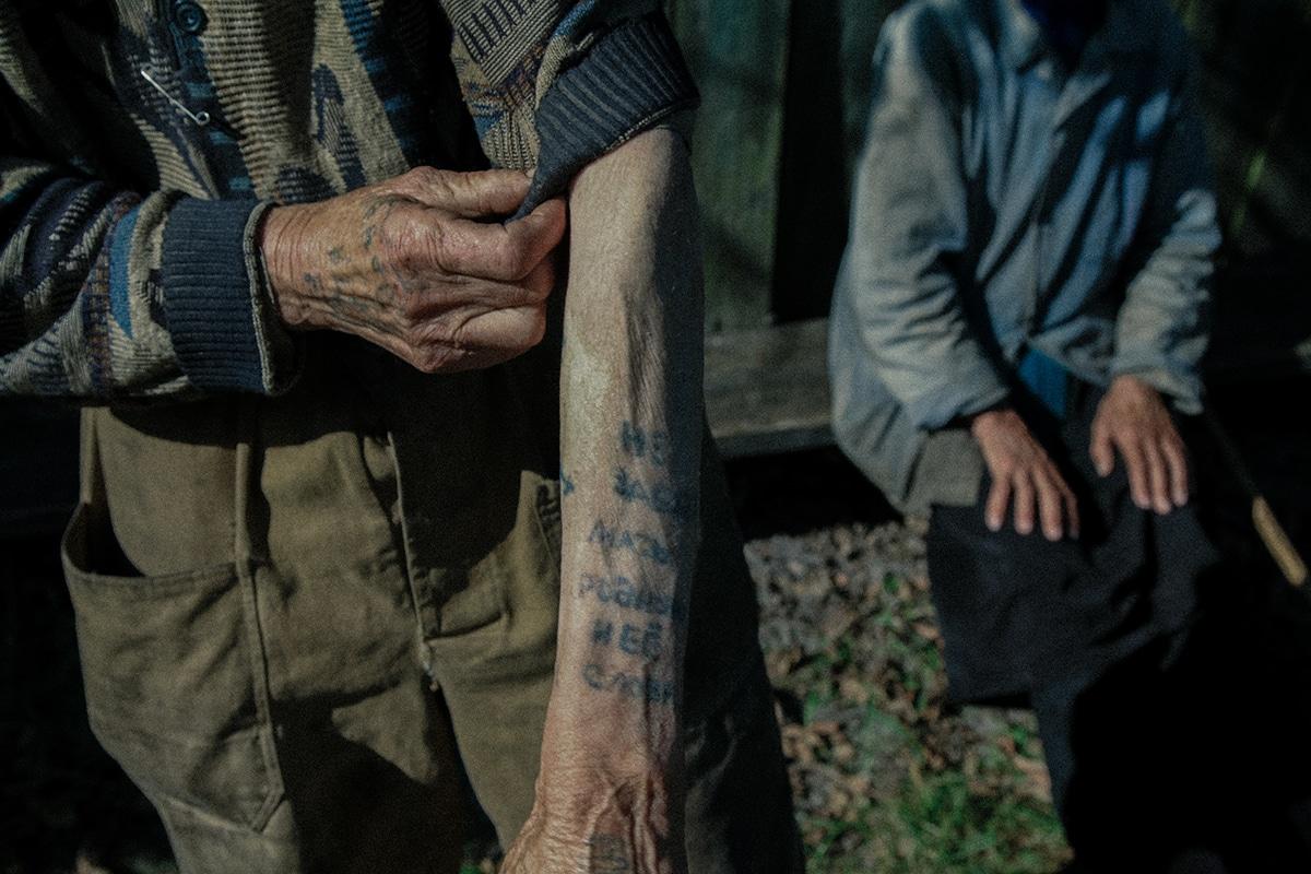 ancianos que viven en Chernobyl