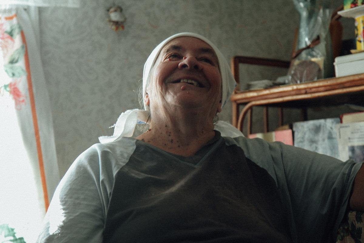 retrato de mujer que vive en Chernobyl