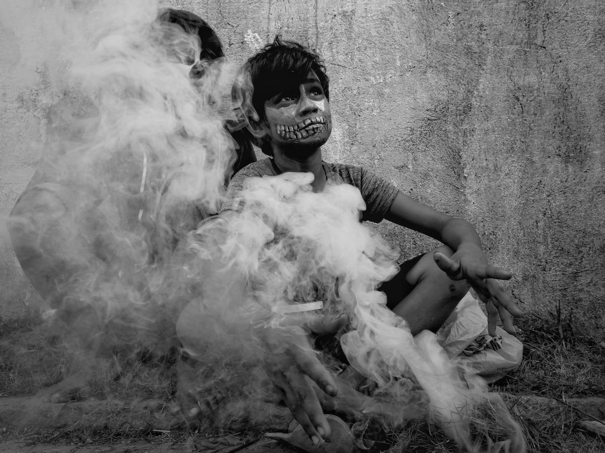 Niño en el Día de todos los Santos en Filipinas