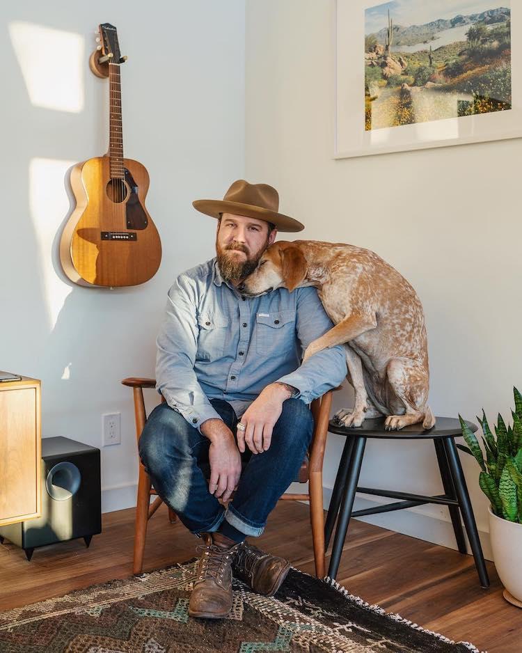 Foto de maddie coonhound perro y su dueño