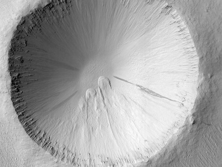 Dust avalanche scars on Mars