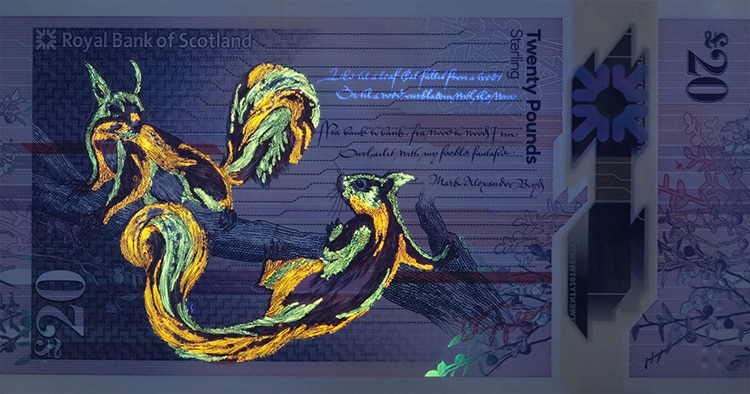 Nuevo billete de Escocia con ardillas e iluminado con luz ultravioleta