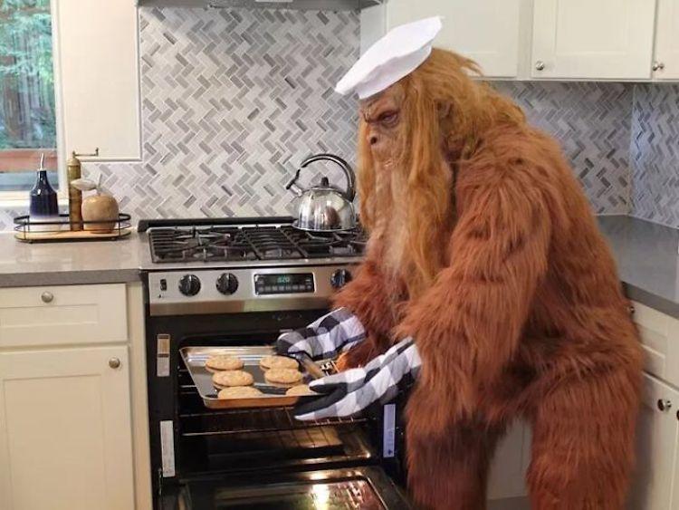 pie grande monstruo cocinando