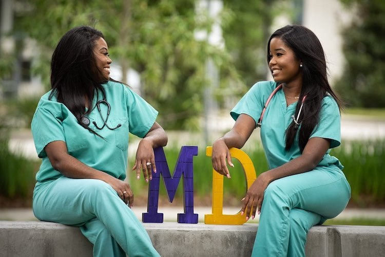 madre e hija doctoras
