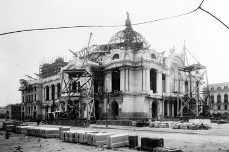 historia del palacio de bellas artes en construccion