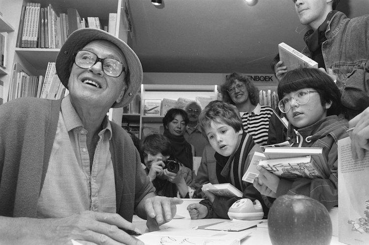 Roald Dahl Signing Books