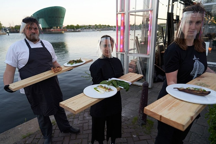 Waitstaff Serving Serres Séparées Greenhouse Dining