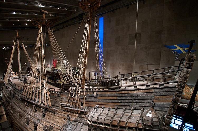 Épave intacte du navire de guerre suédois Vasa au musée Vasa