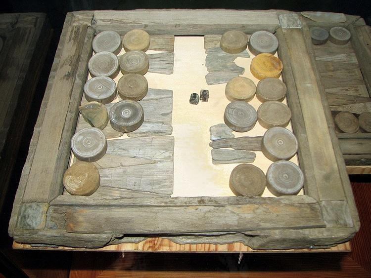 Planche de backgammon trouvée dans l'épave du navire de guerre suédois Vasa