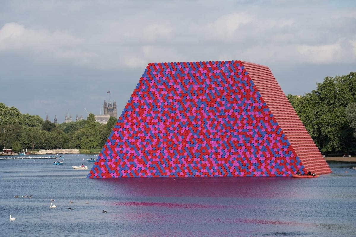instalacion The London Mastaba por Christo and Jeanne-Claude