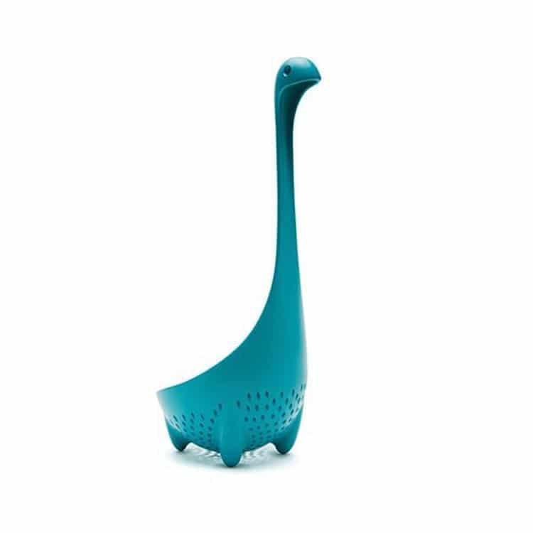 Cucharón y colador de Mama Nessie