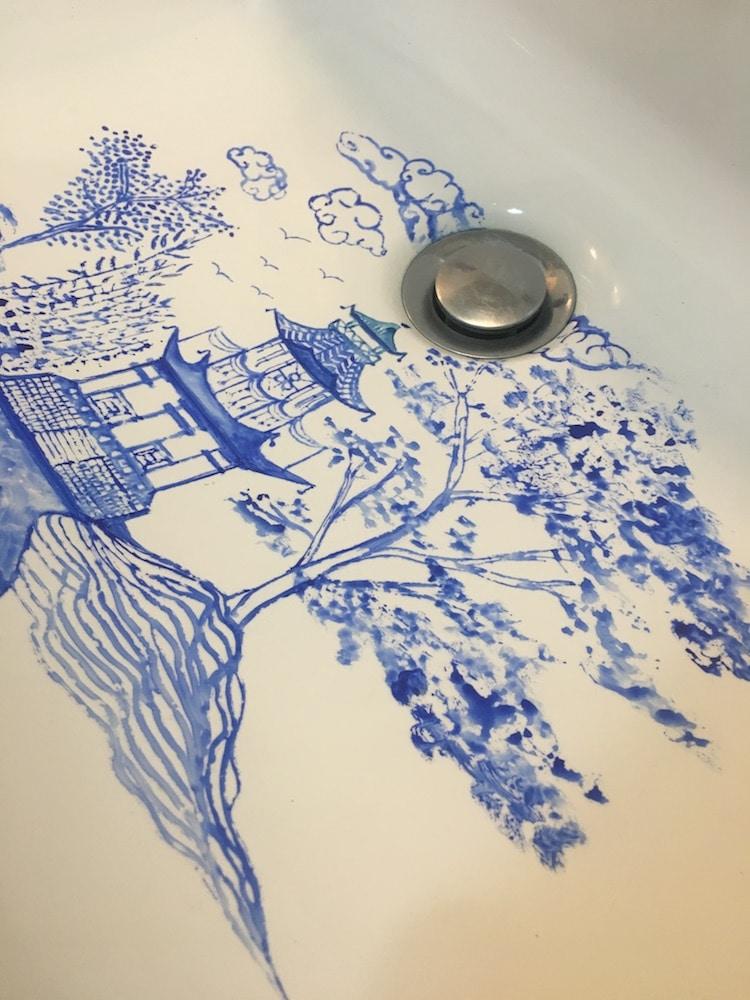 pinturas con acuarela en lavabo por Marta Grossi