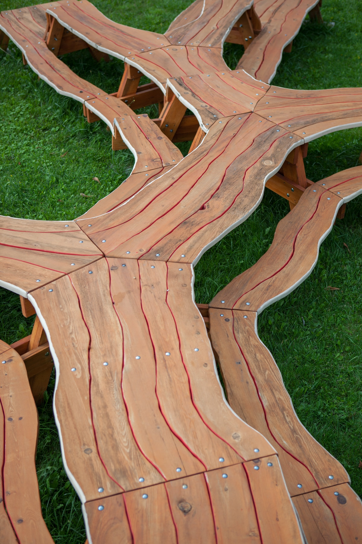 Tree Picnic Table Design by Michael Beitz