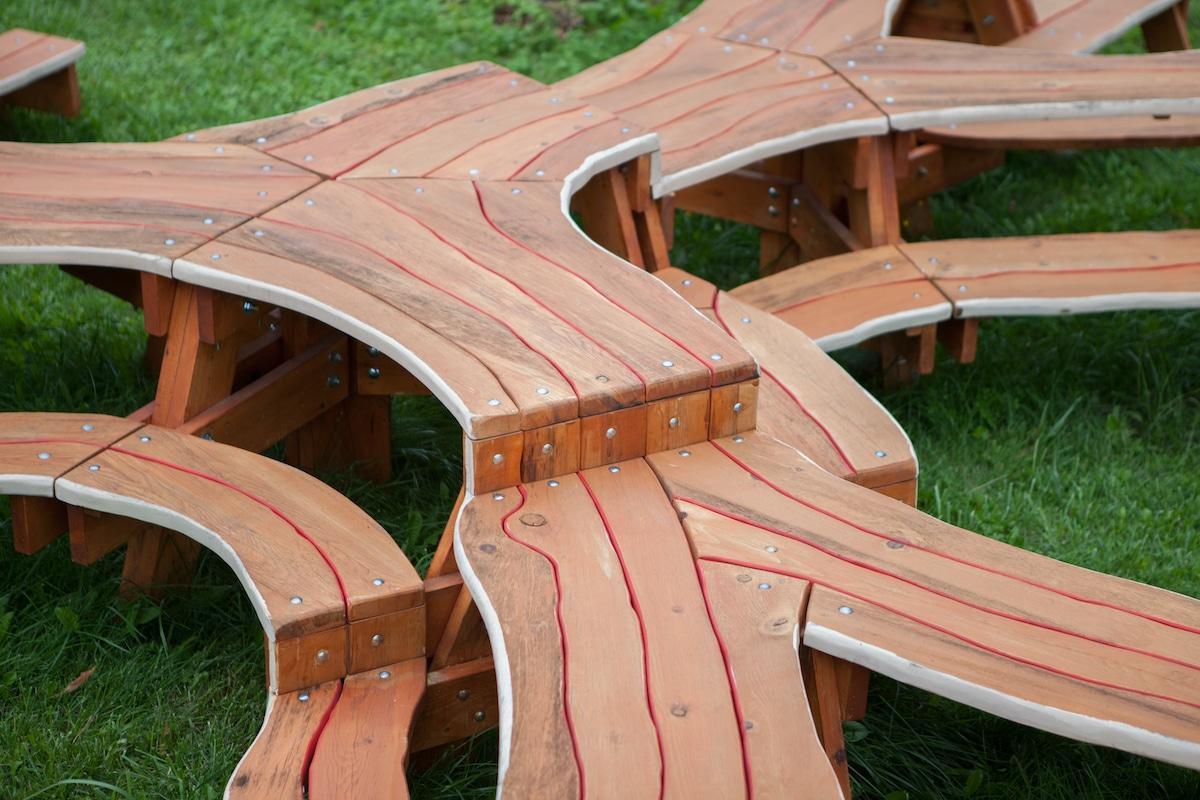 Mesa de picnic contemporánea diseñada por Michael Beitz