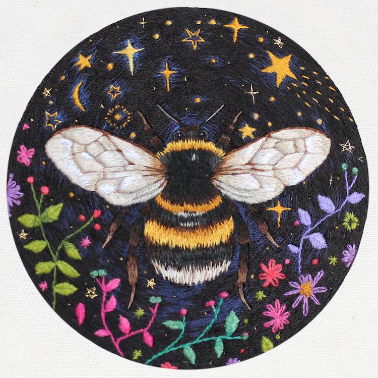 diseños bordados por Emillie Ferris