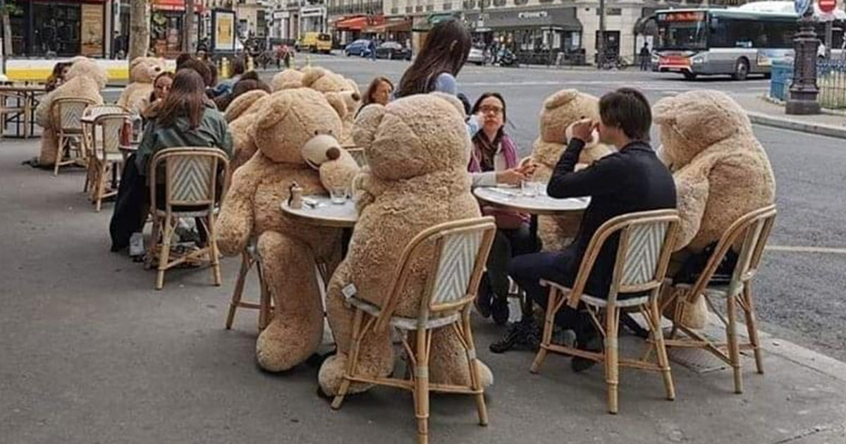 Parisian Café Uses Giant Teddy Bears to Ensure Social Distancing