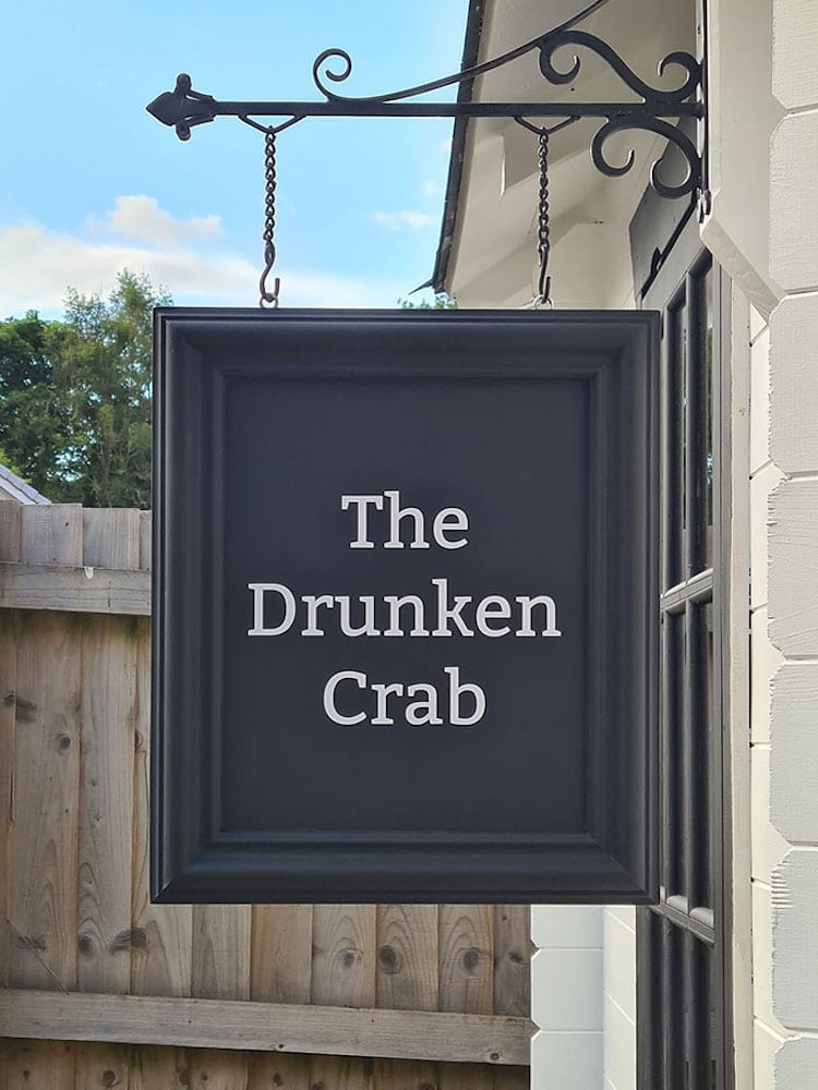 bar en patio The Drunken Crab por Octavia Chic