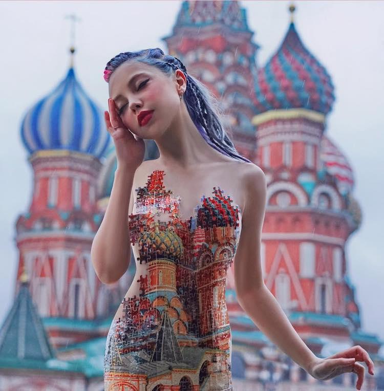 Femme portant une robe imitant la cathédrale St. Basil à Moscou