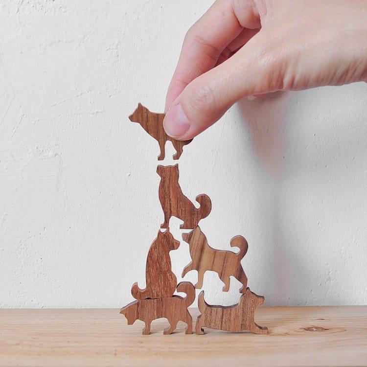 Juego de madera de apilar perros