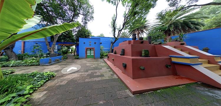Pirámide en la Casa Azul