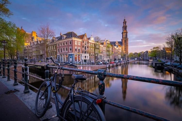 Canal eb Amsterdam