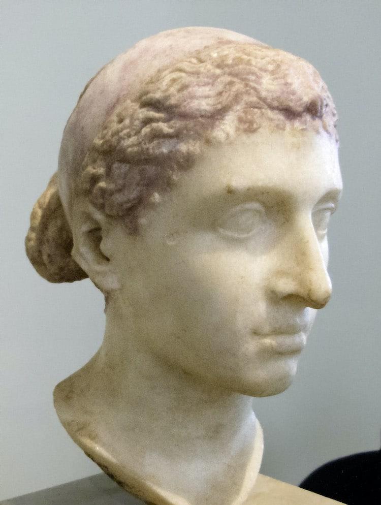 Busto de mármol de Cleopatra
