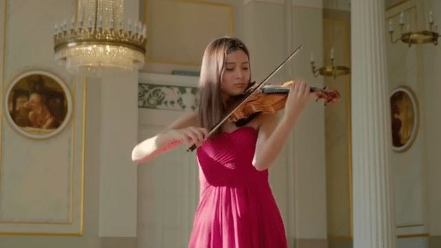 Sumia Studer Playing the Violin