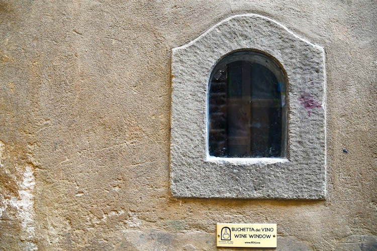 Ventana de vino en Florencia