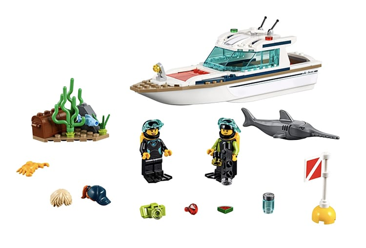 Diving Yacht LEGO Set