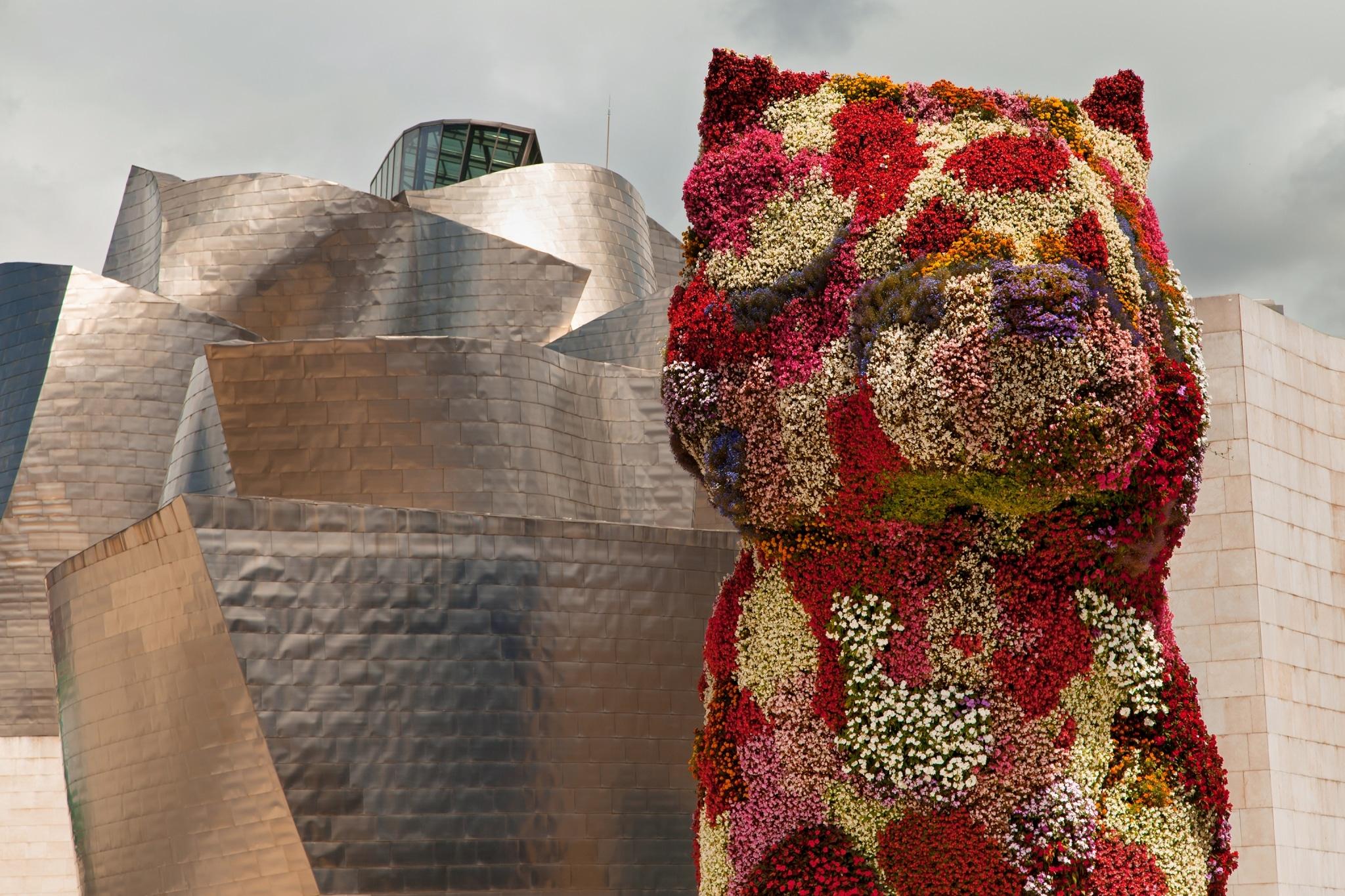 Escultura de Jeff Kooks frente al Guggenheim de Bilbao