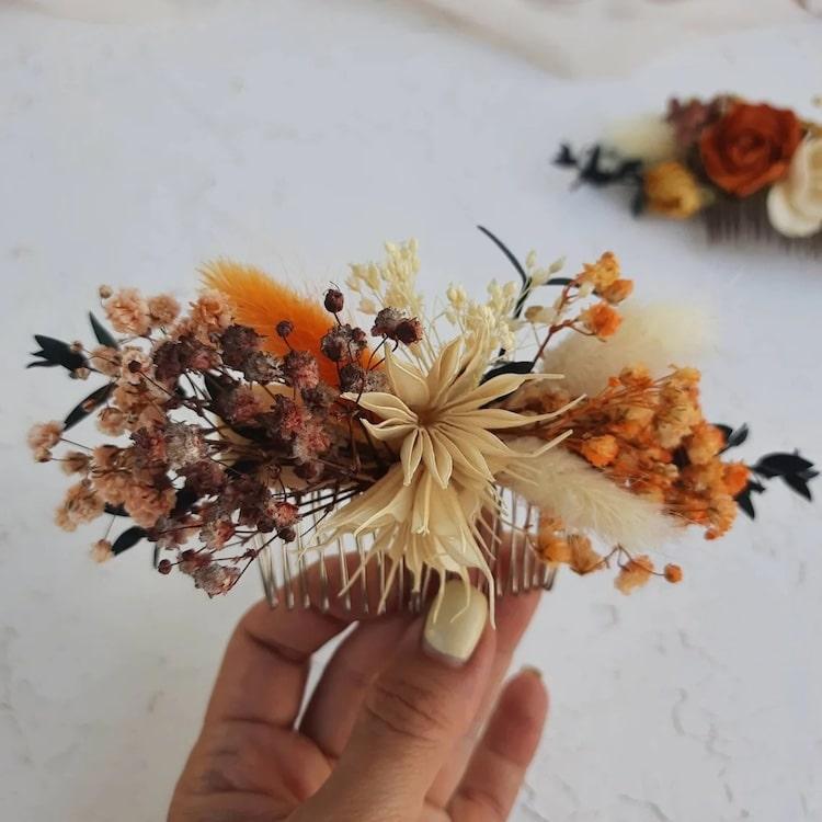 Peineta con flores secas