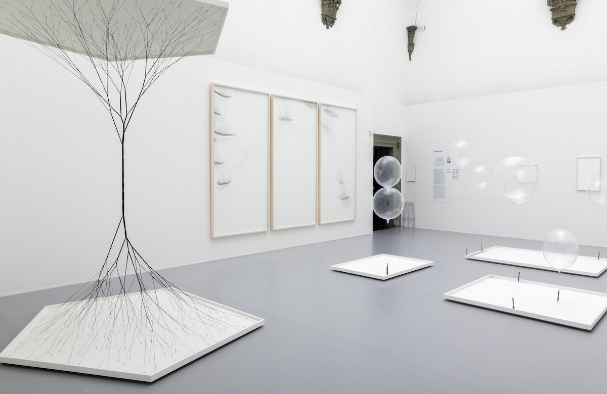 muestra de Tomas Saraceno en Palazzo Strozzi