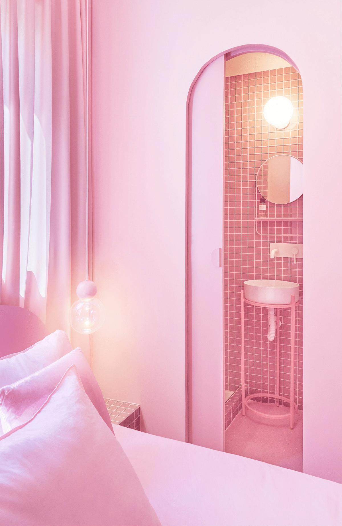 Apartamento rosa en Madrid diseñado por Patricia Bustos Studios